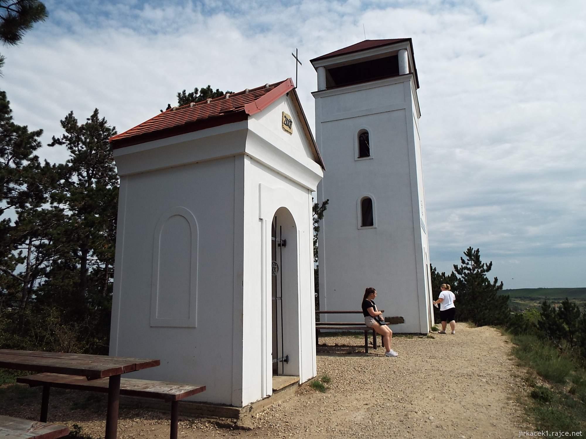 Rozhledna Dalibor a kaple svatého Urbana v Zaječí