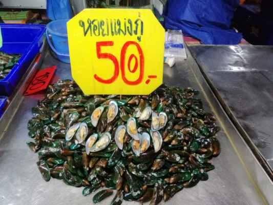 Na rybím trhu.