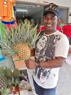 Velice zvláštní ananas.