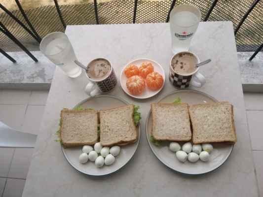 Snídaně. Křepelčí vajíčka.