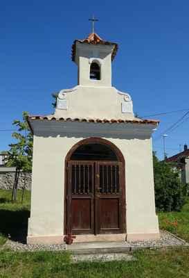 Bašť - kaple se zvoničkou - A - Bašť, Náves