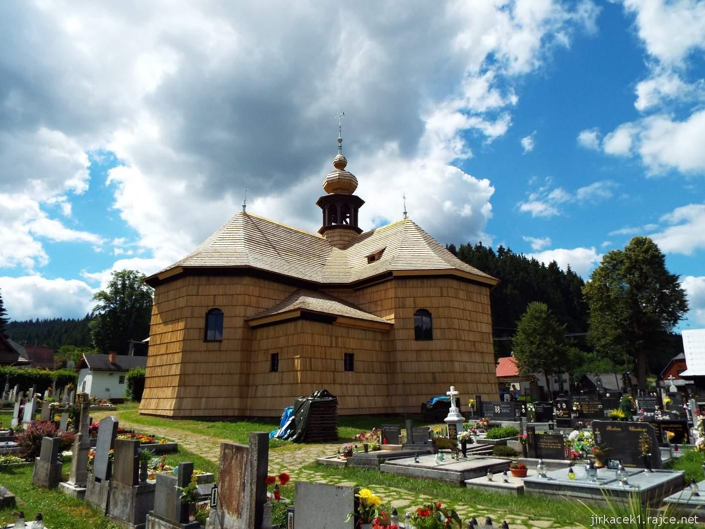 Velké Karlovice - Kostel Panny Marie Sněžné 08 - pohled ze hřbitova u kostela