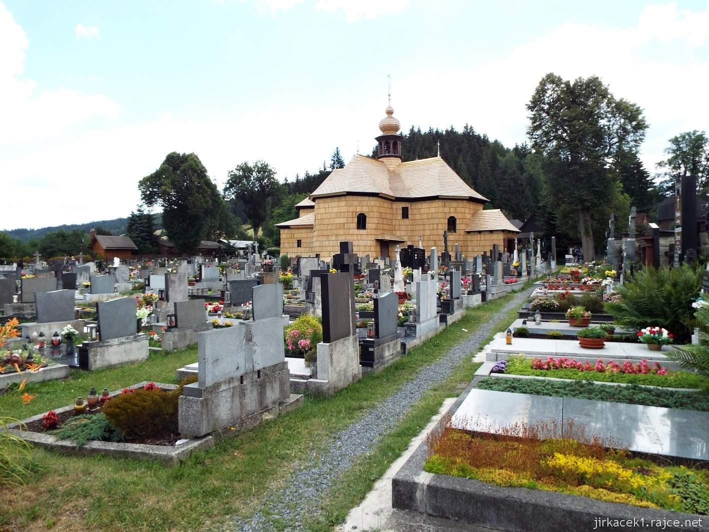 Velké Karlovice - Kostel Panny Marie Sněžné 25 - pohled ze hřbitova u kostela