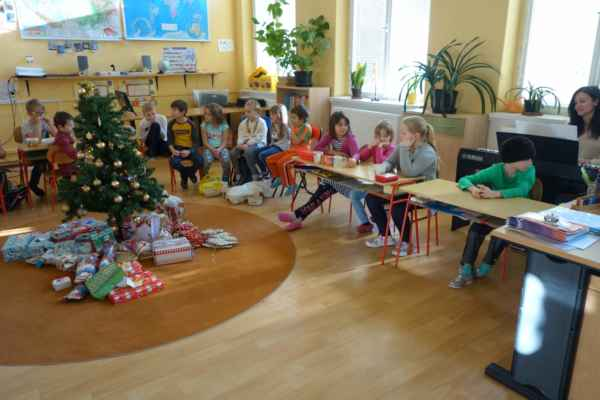 ZŠ Mžany - 2019/12 - Rozdávání dárků ve škole