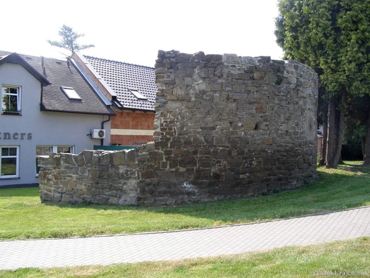 Hlučín - hradby 01 - hradby v ulici na Valech
