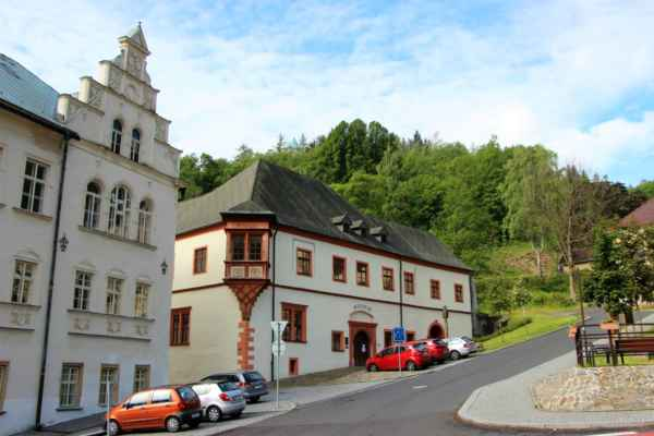 Muzeum Královská mincovna, současná budova, jejíž datace sahá až k roku 1536. Po útlumu těžby stříbra, skončil i provoz v jáchymovské mincovně. Od roku 1964 zde sídlí muzeum Jáchymov. Budova byla rekonstruována v letech 1996-97.