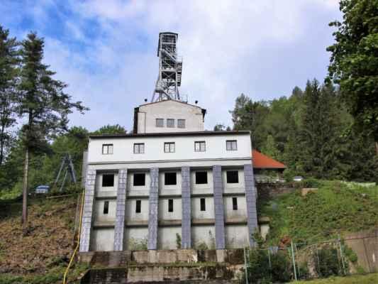 Bývalý důl Svornost, byl založen v 16. století, od poloviny 19. století se zde však těžila uranová ruda. V roce 1864. zde vytryskl pramen radonové vody, která je využívána v místních lázních. V roce 1964. zde skončila těžba rud.