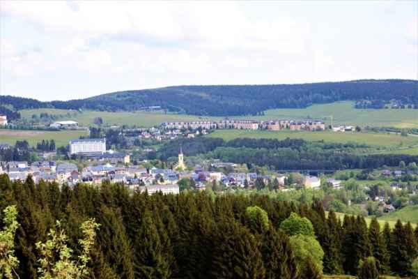 Pohledy z komunikace do obce Loučná.