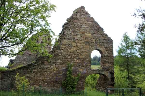 Kovářská - Bývalá železárna - uhelna (technická památka) byla postavena v 18. století. Vyrábělo se zde železo, železné polotovary a další zboží.