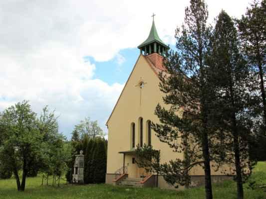 České Hamry - Kostel svaté Alžběty Uherské, pochází z 20. let 20. století.