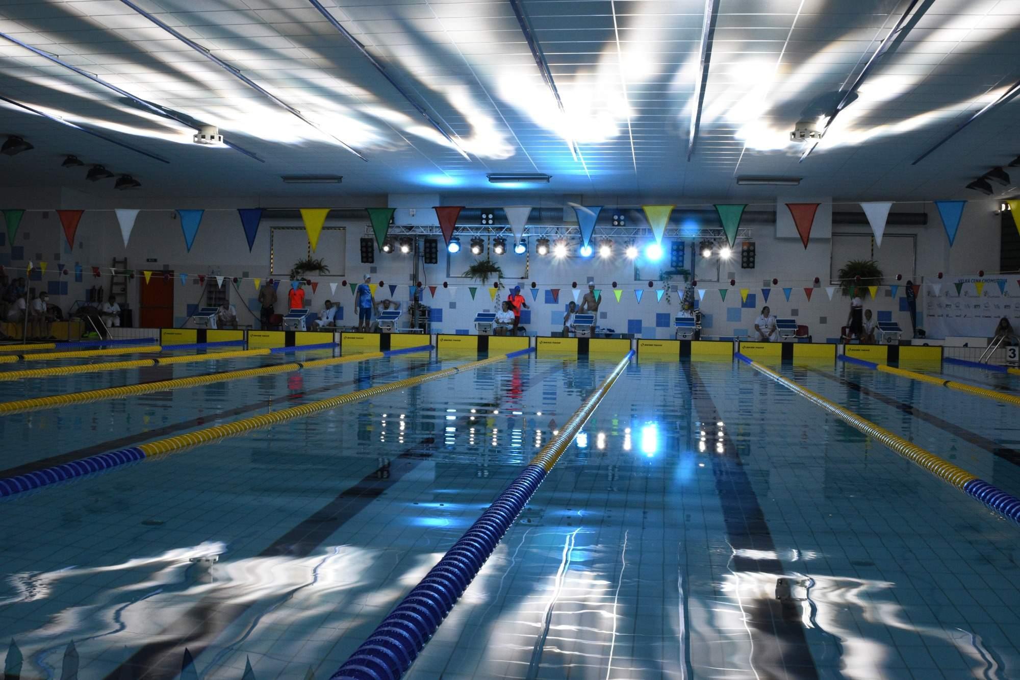 Atmosféra na bazéně před finále mužů na 50 Z.
