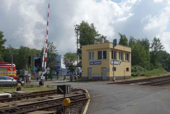 Muzeum je hned vedle nádraží v Lužné.