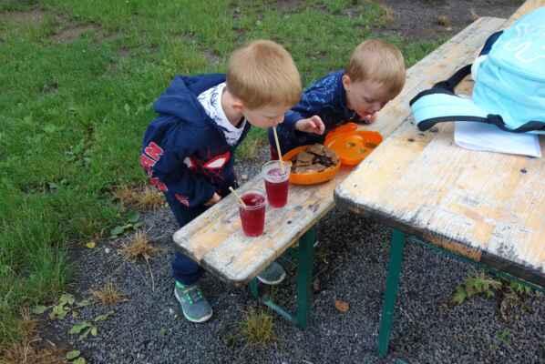 Ale nechali se ukecat i na malinovku a sušenky a křupky.