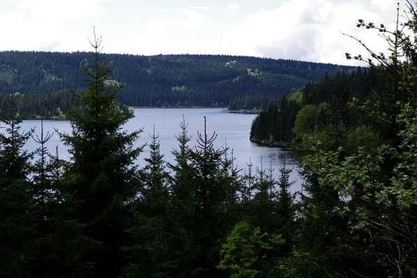 Pohled na vodní nádrž Josefův Důl.