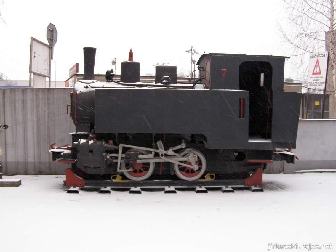 Muzeum Třineckých železáren 04 - parní lokomotiva na dvoře u muzea