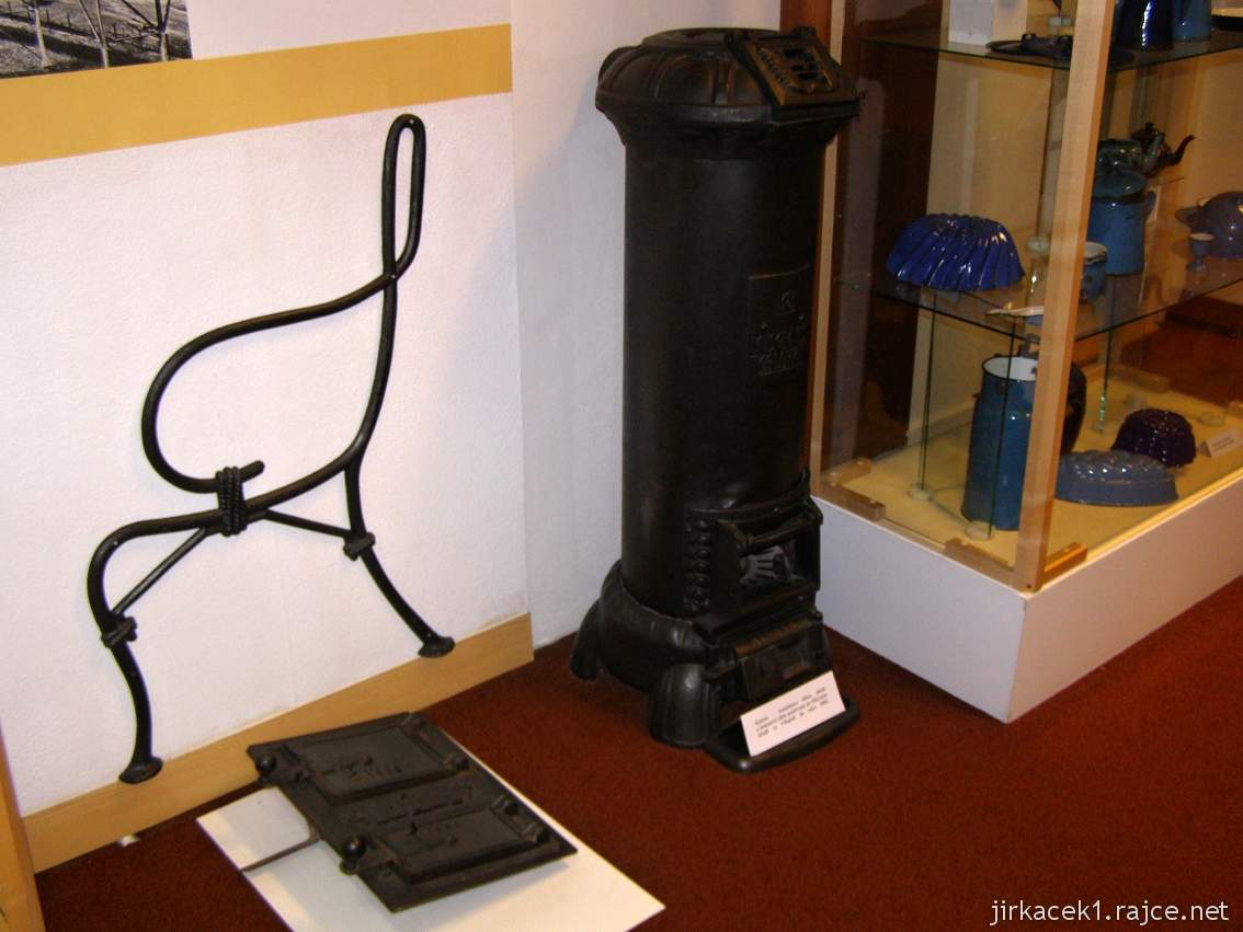 Muzeum Třineckých železáren 07 - expozice - výrobky z litiny