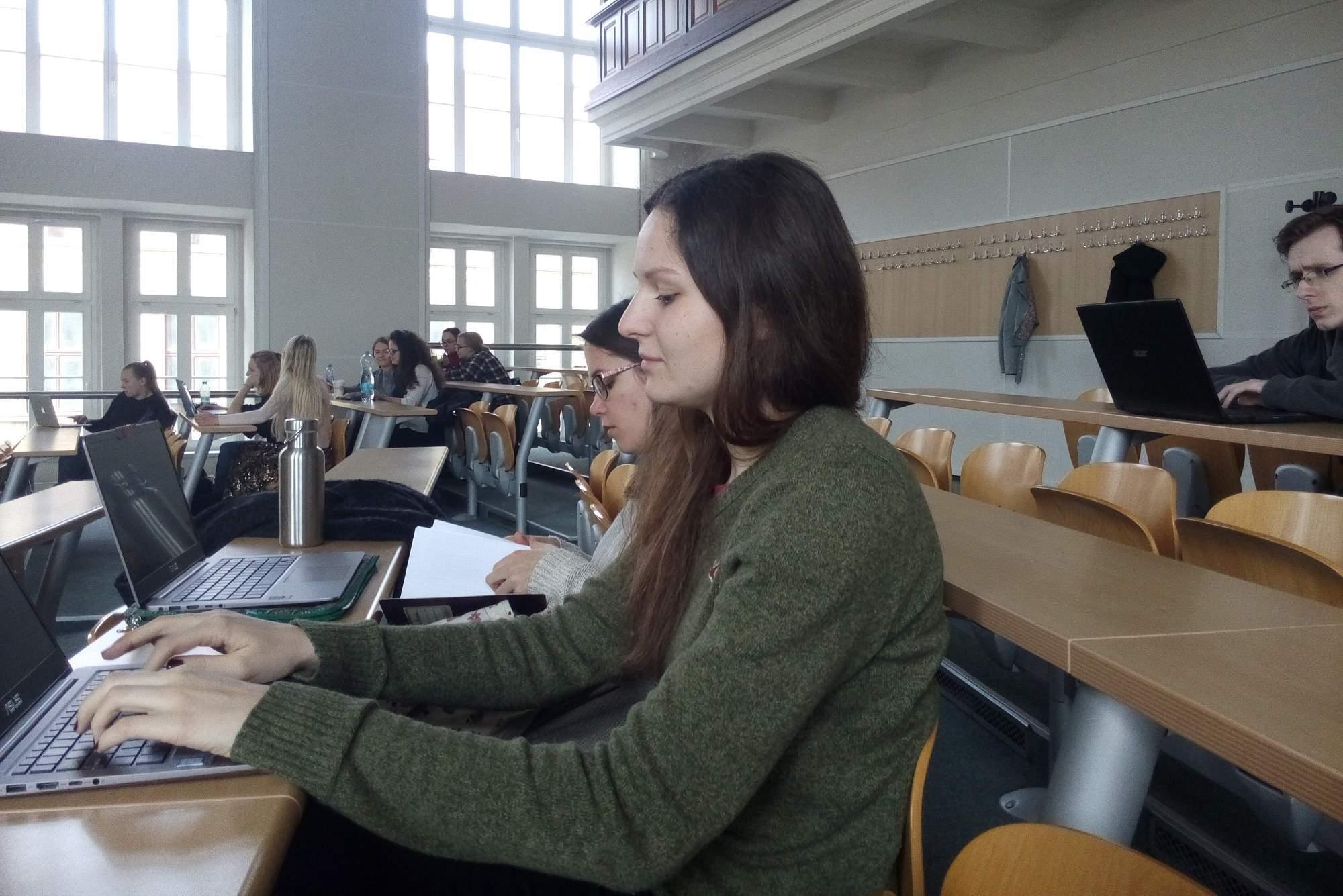Šedesát procent studentů nedokončí bakalářské studium. Foto: Anežka Horová.