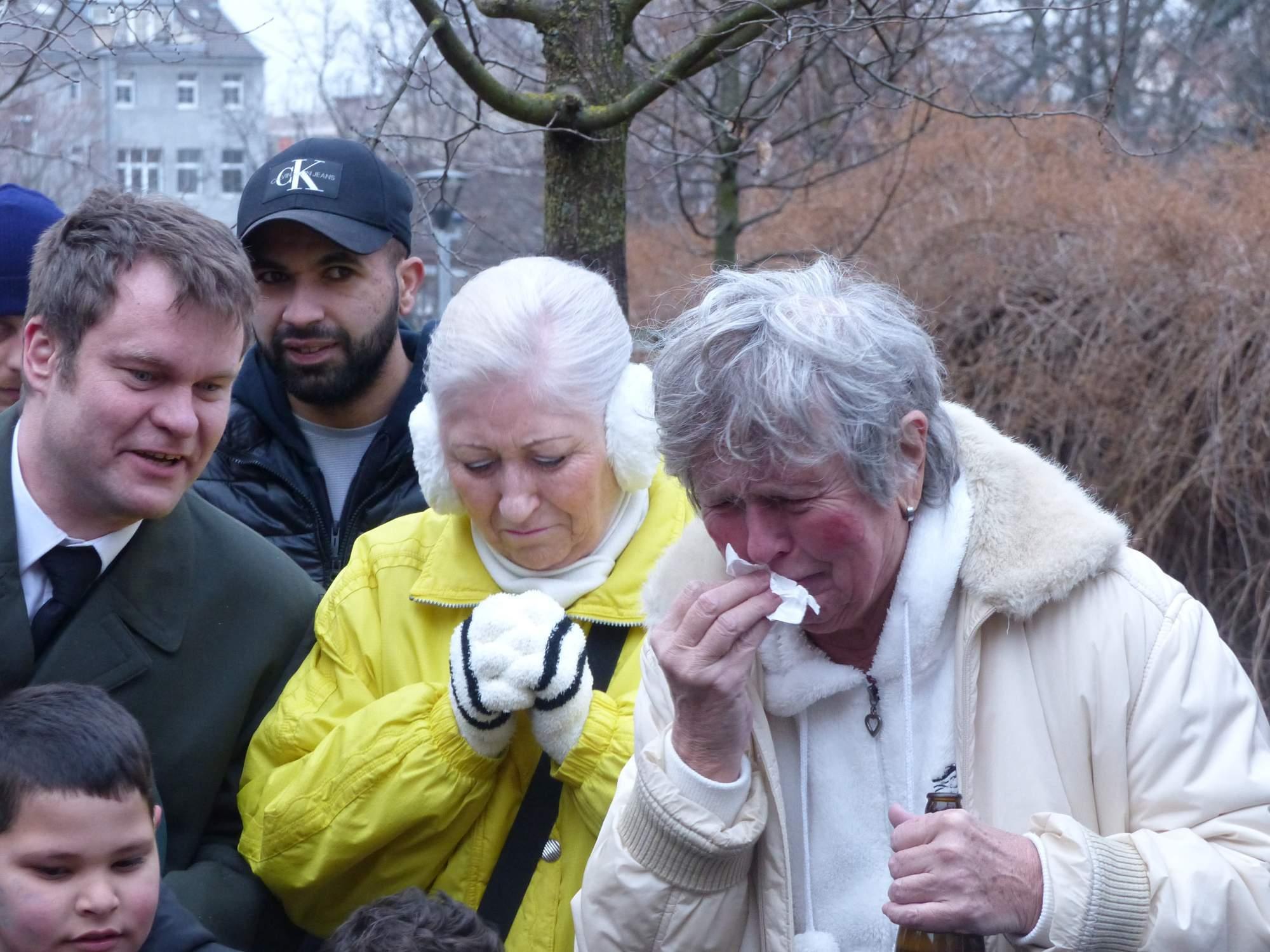 Smuteční hosté mnohdy neskrývali slzy. Foto: Martin Foral