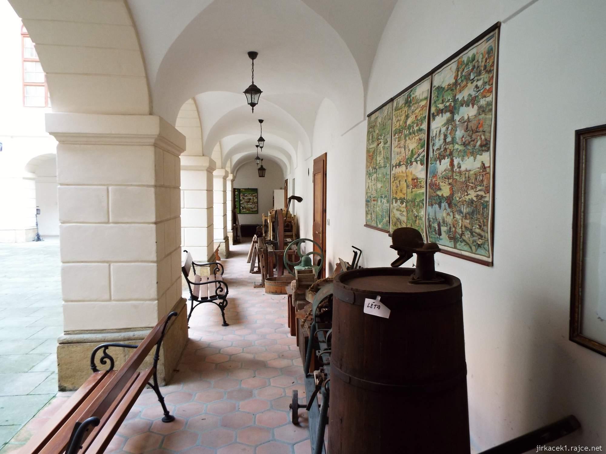 A - zámek Konice 07 - výstava řemesel na nádvoří zámku
