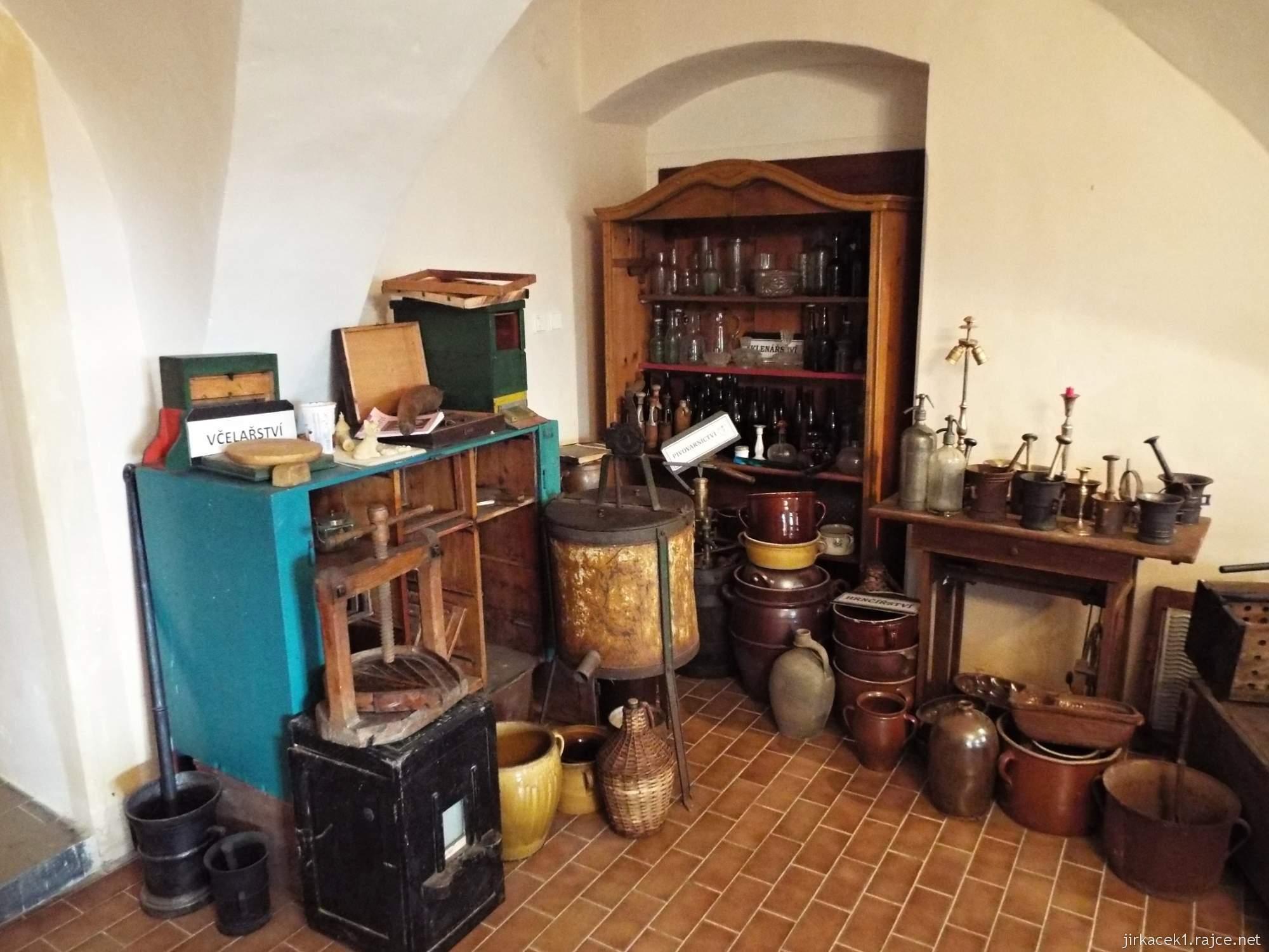zámek Konice 09 - muzeum řemesel v 1.místnosti - expozice včelařství a pivovarnictví