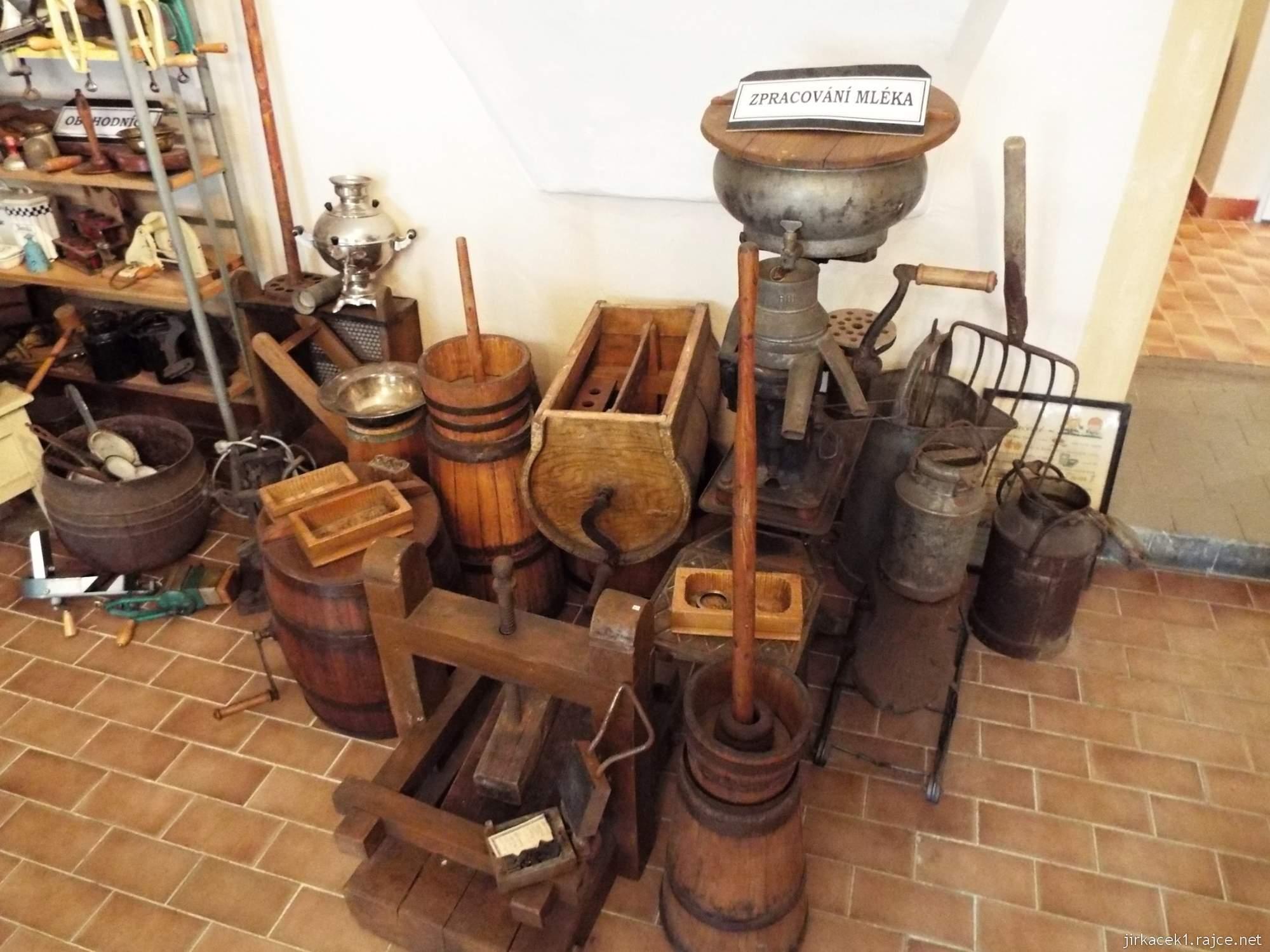 zámek Konice - muzeum řemesel v 1.místnosti - expozice výroby mléka