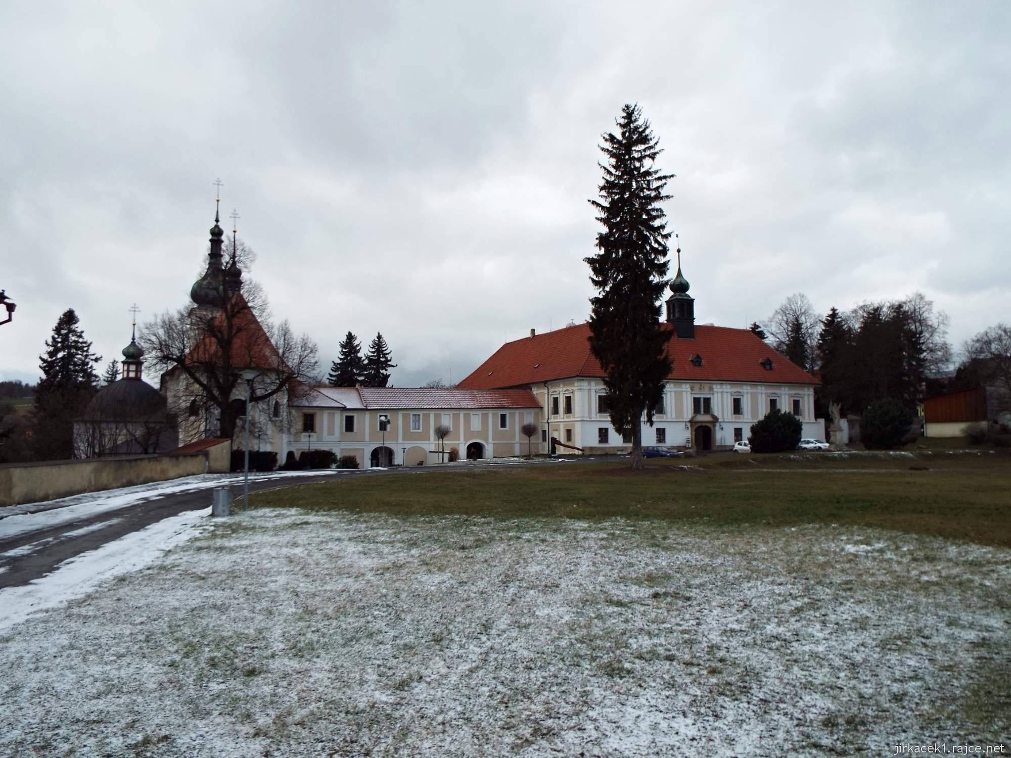 zámek Konice 83 - pohled na zámek a kostel Narození Panny Marie