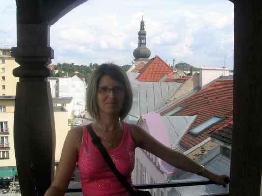 Pohled z věže ostravského muzea. Nahoře vpravo je halda Ema. Ať mě moje nohy nesly kam mě nesly, ptáci na obloze jenom jednu cestu kreslí, Ostravo, srdce rudé zpečetěný osude. https://www.youtube.com/watch?v=83p9kM3UlyA