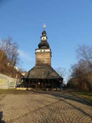 """Kostelík sv. Michala, zvaný """"Karpatský"""" byl postaven ve 2. polovině 17. století. Na Petřín přenesen v roce 1929 z Medvědovců u Mukačeva."""